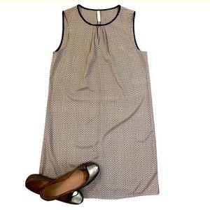 🎉HP🎉NWT Shift Dress Dot Print Lightweight